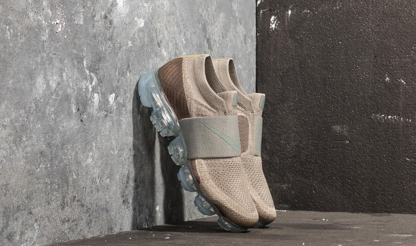8c9ac169ce11d8 Nike Wmns Air Vapormax Flyknit Moc Dark Stucco  Clay Green at a great price  209