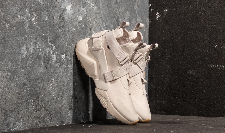 purchase cheap 936c1 a695c Nike W Air Huarache City. Desert Sand ...
