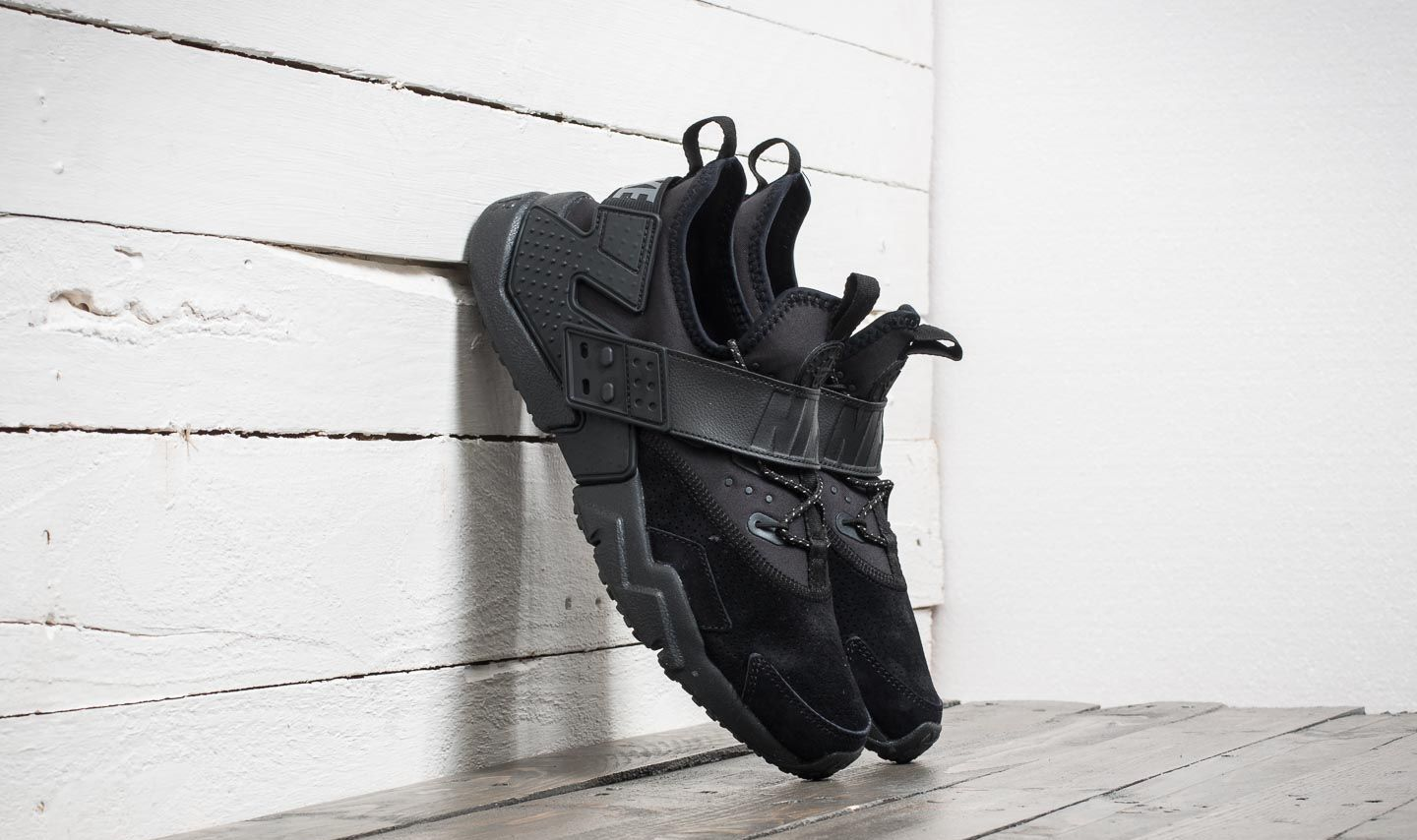 Nike Air Huarache Drift Premium Black  Anthracte-White  764790bf0