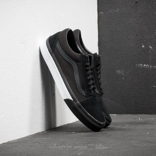 Vans Mono Bumper Old Skool Trainers in Black and White. The