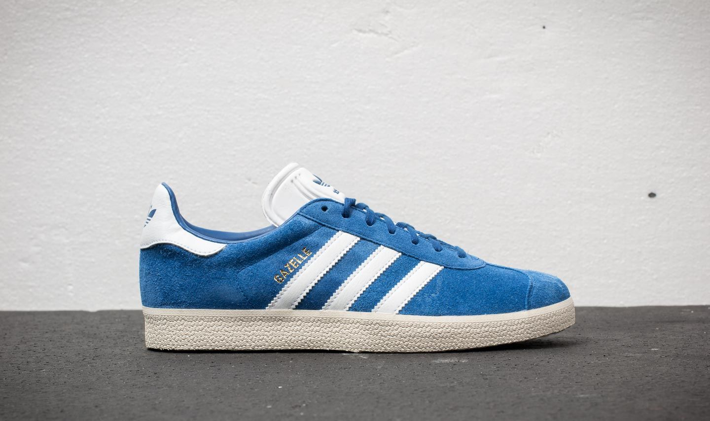 new style d5f29 dc0a8 adidas Gazelle Collegiate Royal  Ftw White  Cream White at a great price 70  €