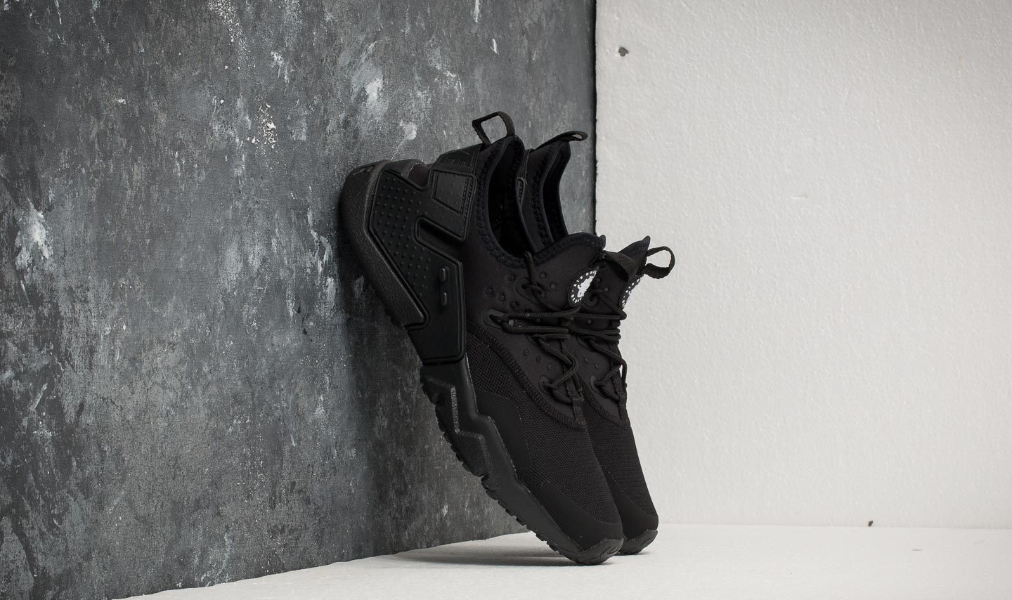 new concept c16de 987fe Nike Air Huarache Drift Black  White at a great price 128 € buy at Footshop