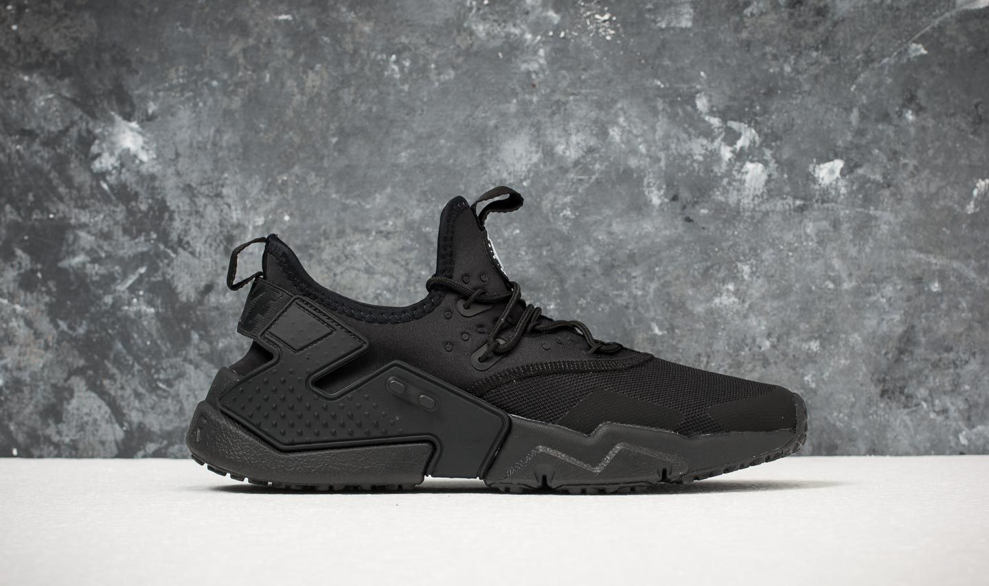new concept 8b1e7 9c601 Nike Air Huarache Drift Black  White at a great price 128 € buy at Footshop