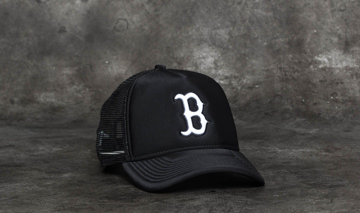 New Era 9Forty Women Essential Boston Red Sox Trucker Black  White 09b9b6f9ea8