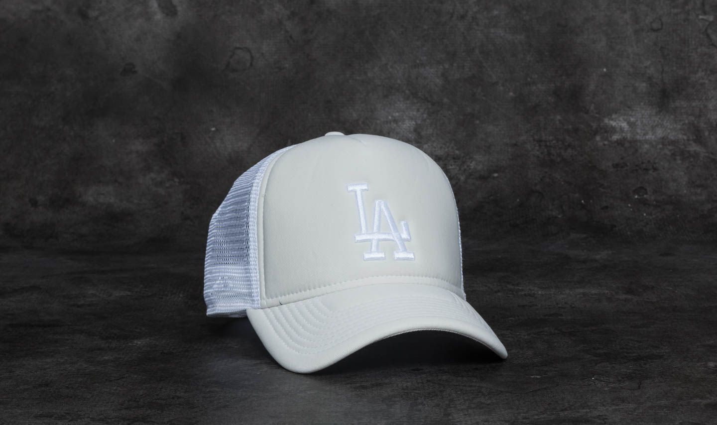 New Era 9Forty Essential Los Angeles Dodgers Trucker Satin  White at a great  price £ 2ffed7e76b