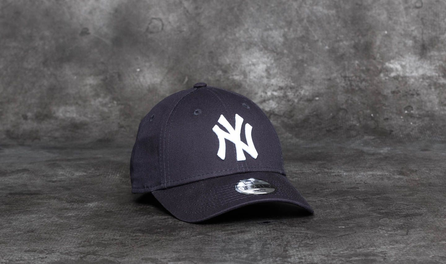 New Era 9Forty Youth Essential New York Yankees Cap Navy  White at a great  price 1f2ce16e7f2b