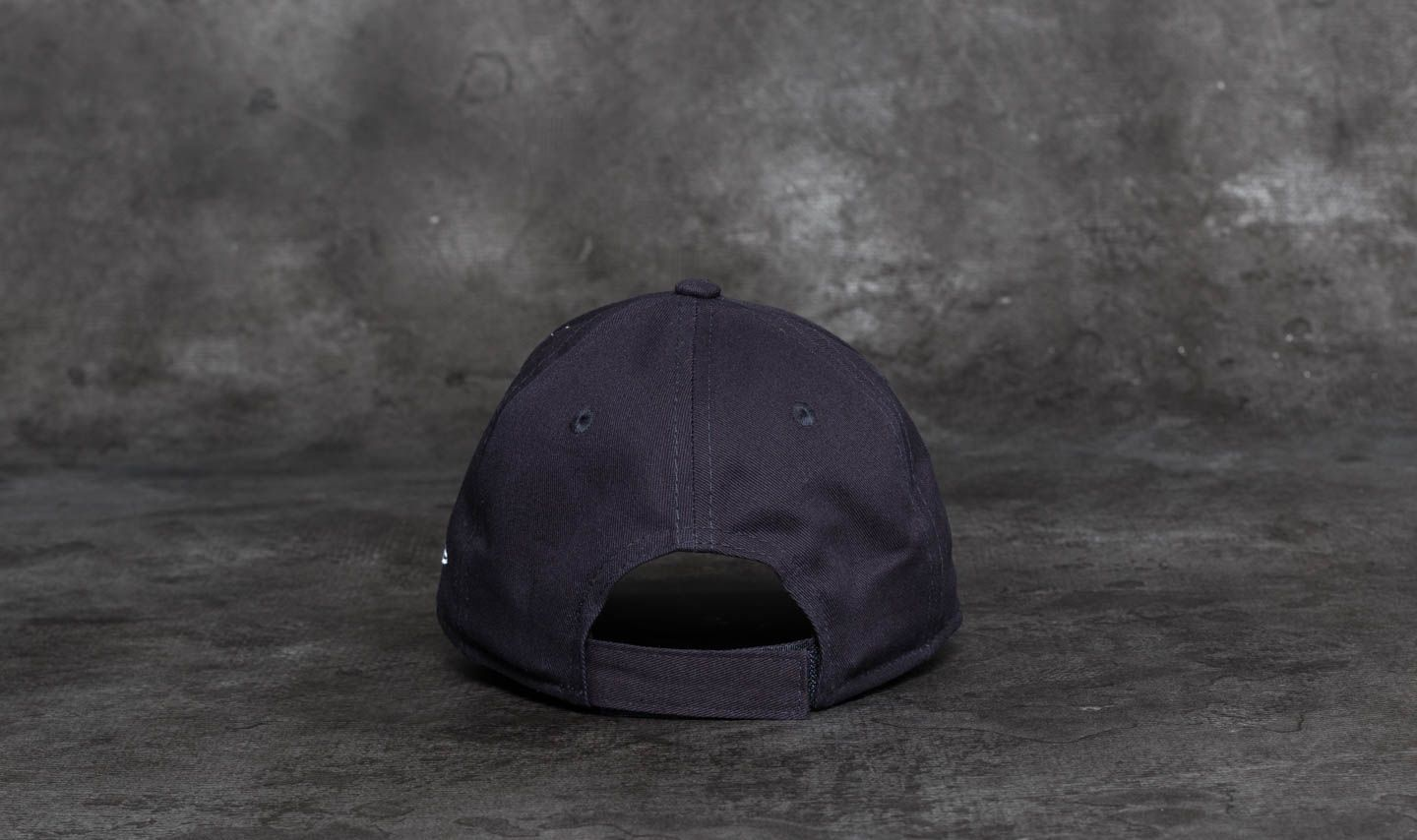 29956eb3940 New Era 9Forty Youth Essential New York Yankees Cap Navy  White at a great  price