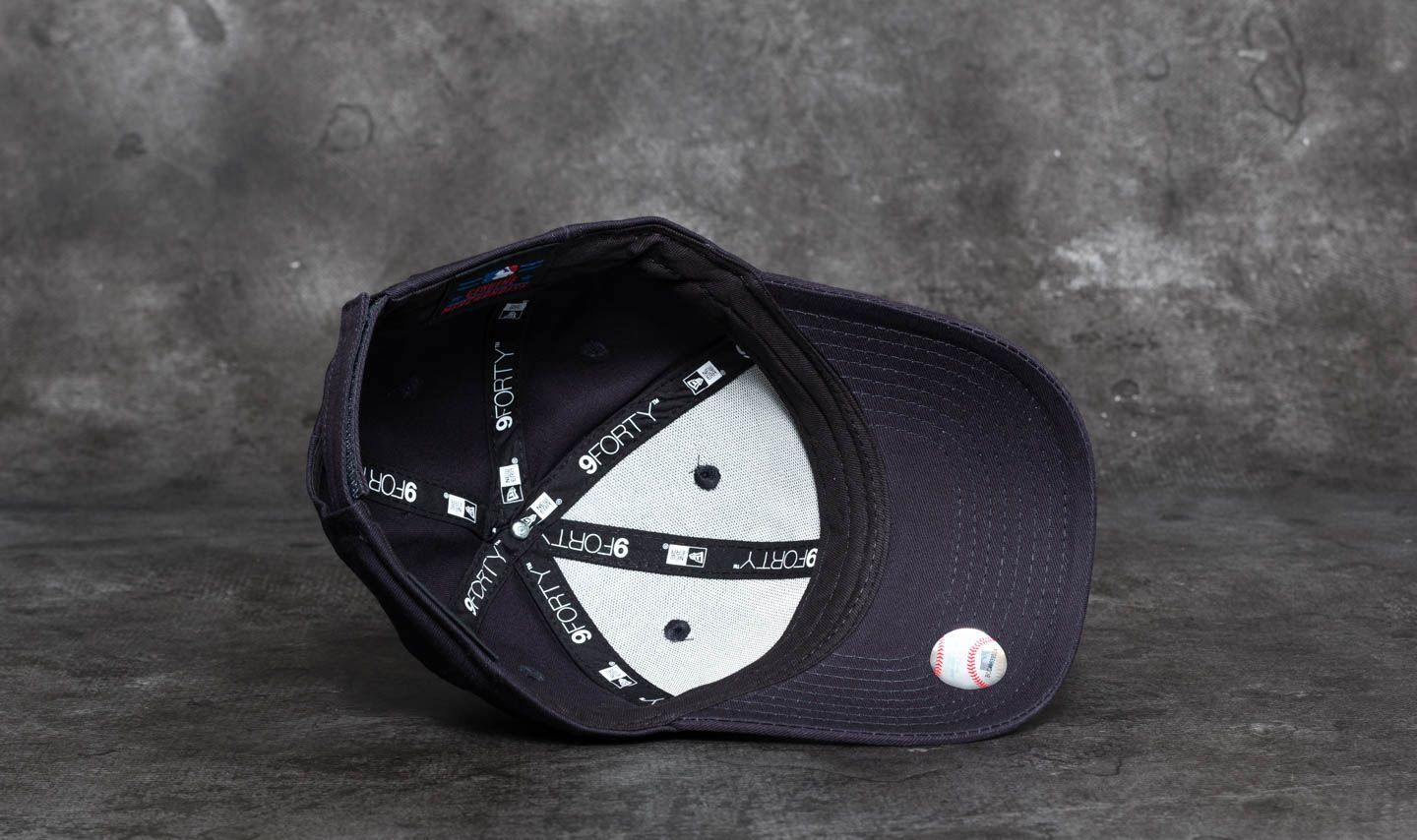 878b6afe6d241 New Era 9Forty Youth Essential New York Yankees Cap Navy  White at a great  price