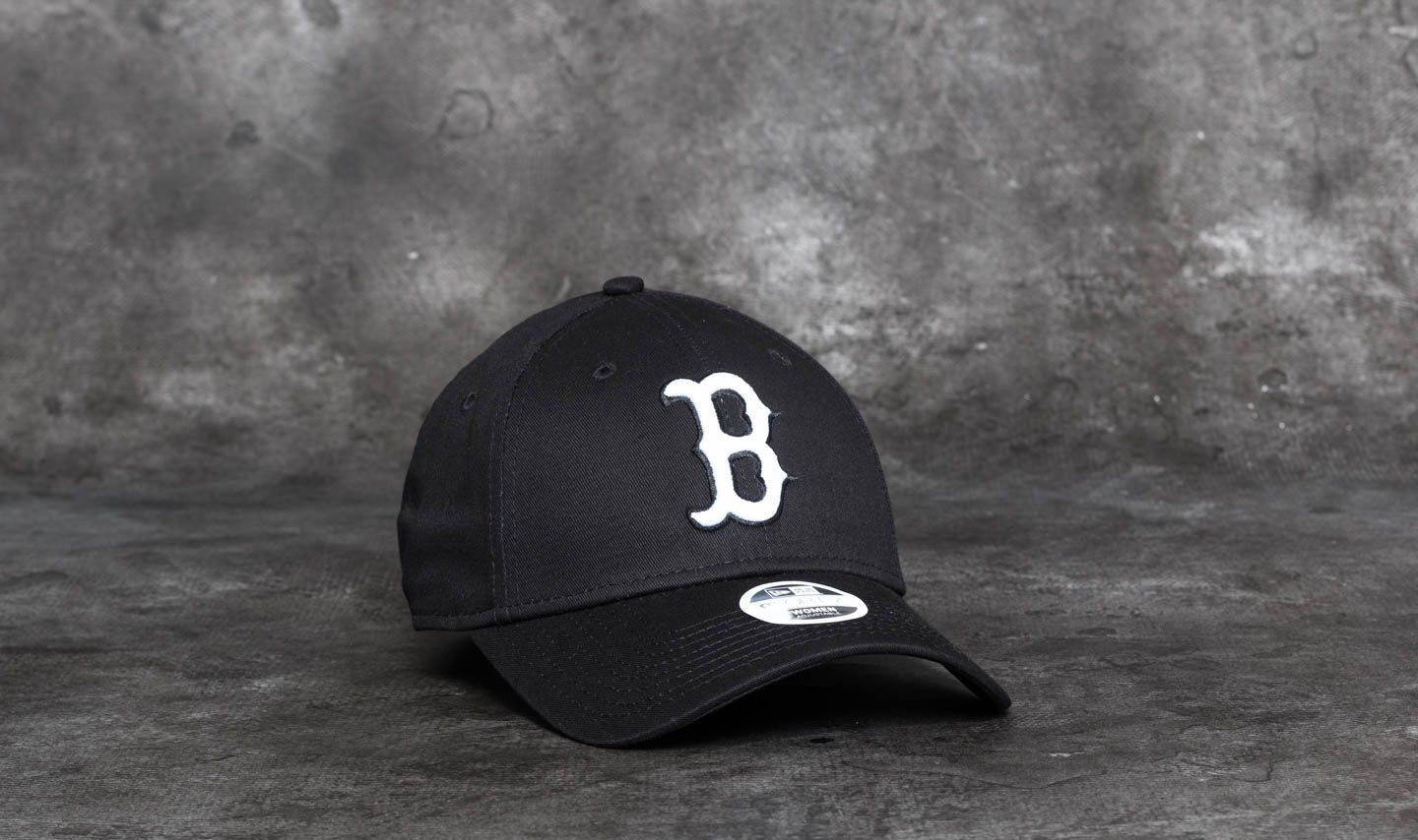 New Era 9Forty Women Essential Boston Red Sox Cap Black  White ... ca81d0e2ebd