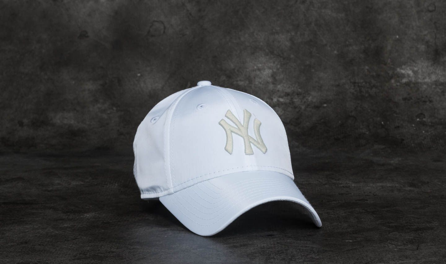 803917ddd037f New Era 9Forty Women Sport New York Yankees Cap White