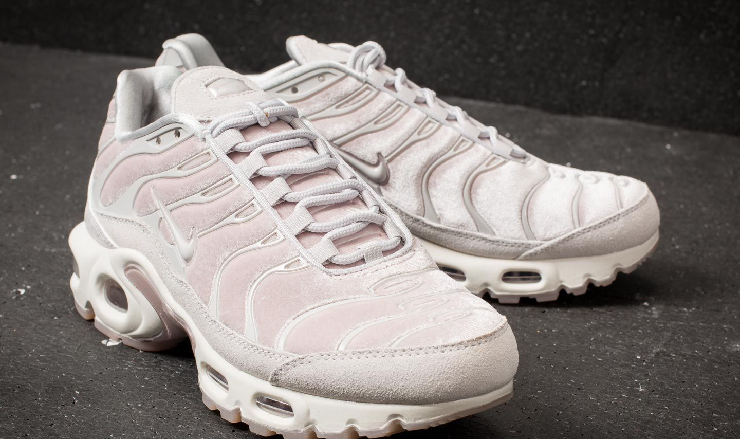 goedkoop Wmns Nike Air Max Plus LX Lux Velvet Particle Rose