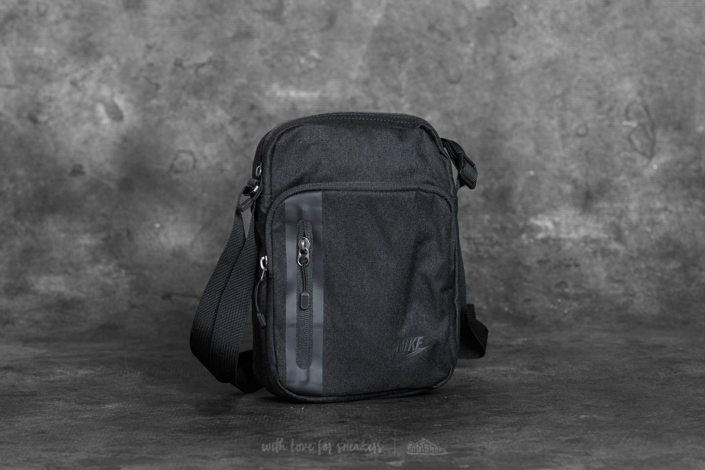 40bc6a970e Nike Tech Small Items Bag Black at a great price 24 € buy at Footshop