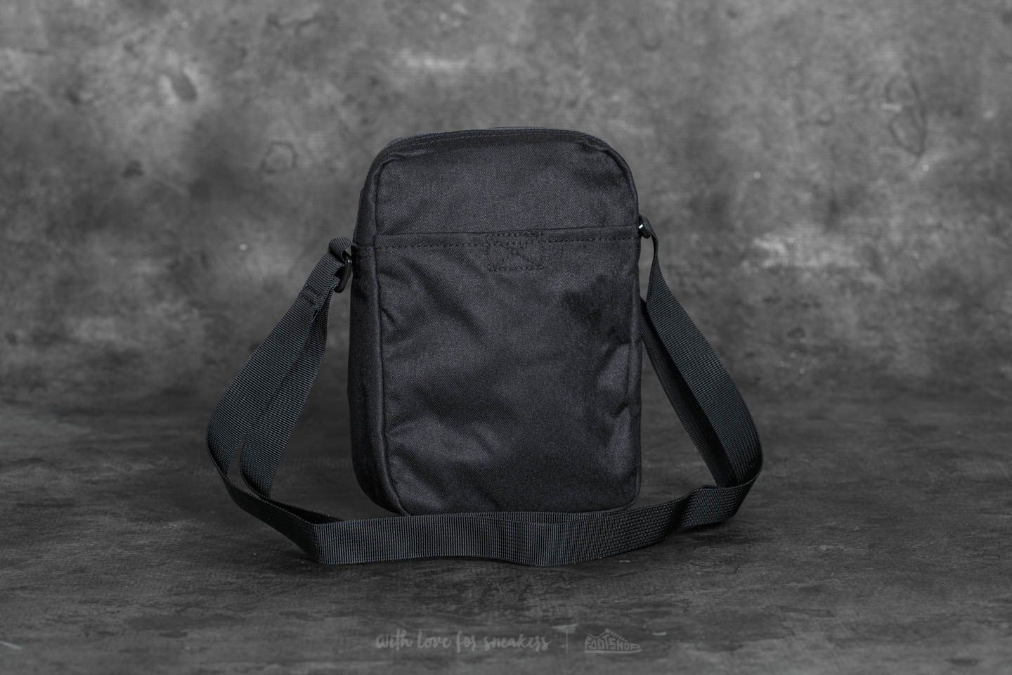 f8392bb96b0c Nike Tech Small Items Bag Black at a great price 24 € buy at Footshop