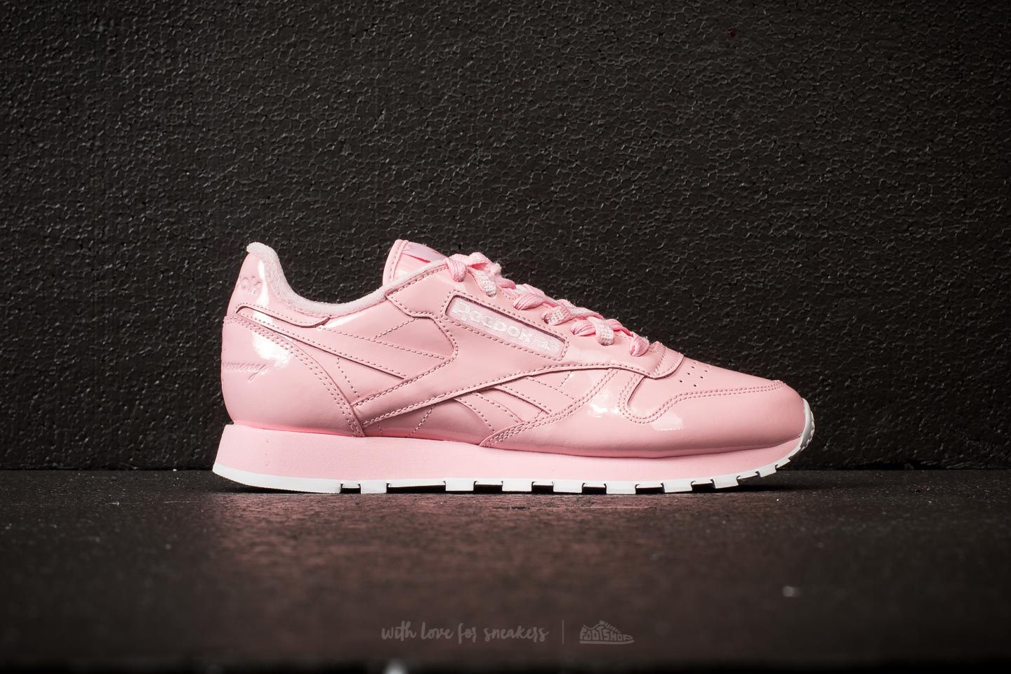 Reebok x Opening Ceremony Classic Leather Pink Glow  White at a great price  55 € b3f741166