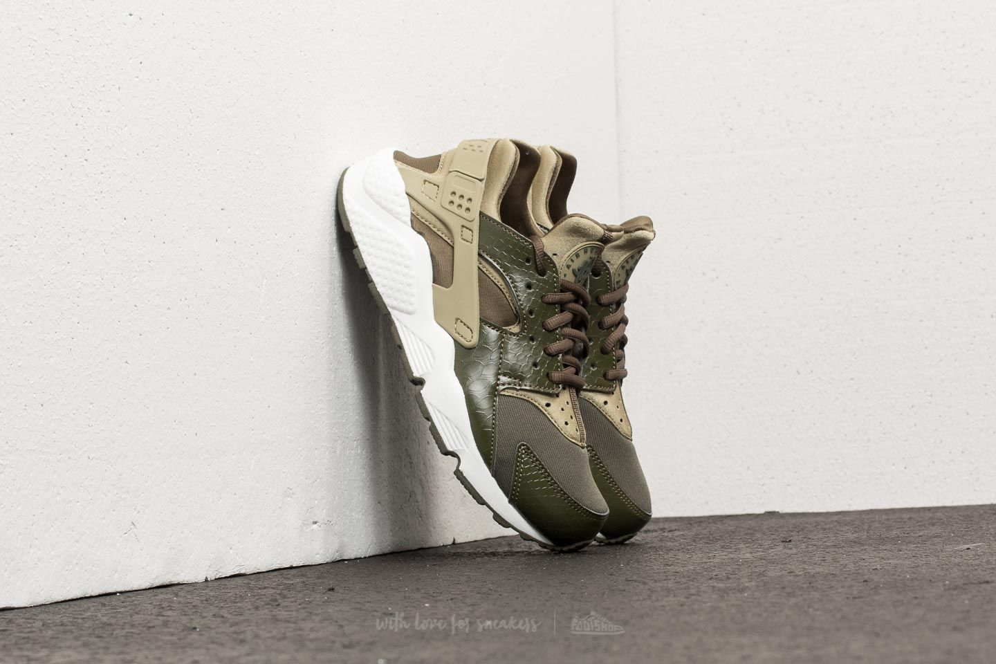 039c3df1926a Nike Wmns Air Huarache Run Neutral Olive  Cargo Khaki