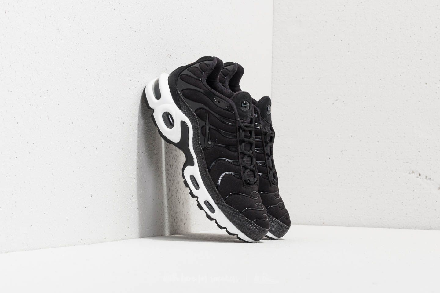 c28851acbfa3 Nike Wmns Air Max Plus Premium Black  Black-Anthracite-White ...