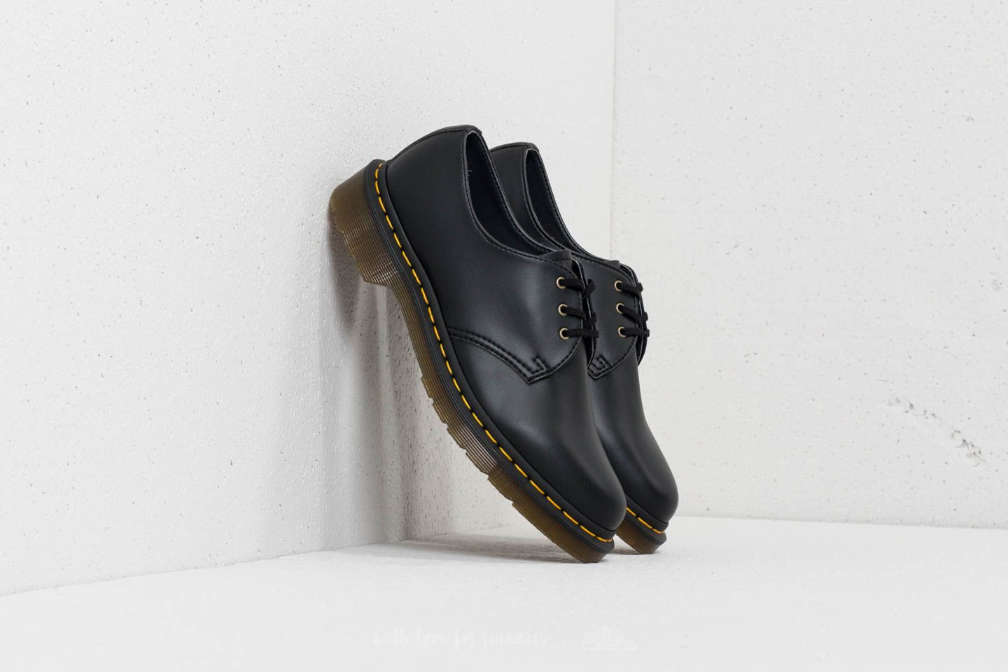 Dr. Martens Vegan 1461 Felix Rub Off Black at a great price 147 € buy