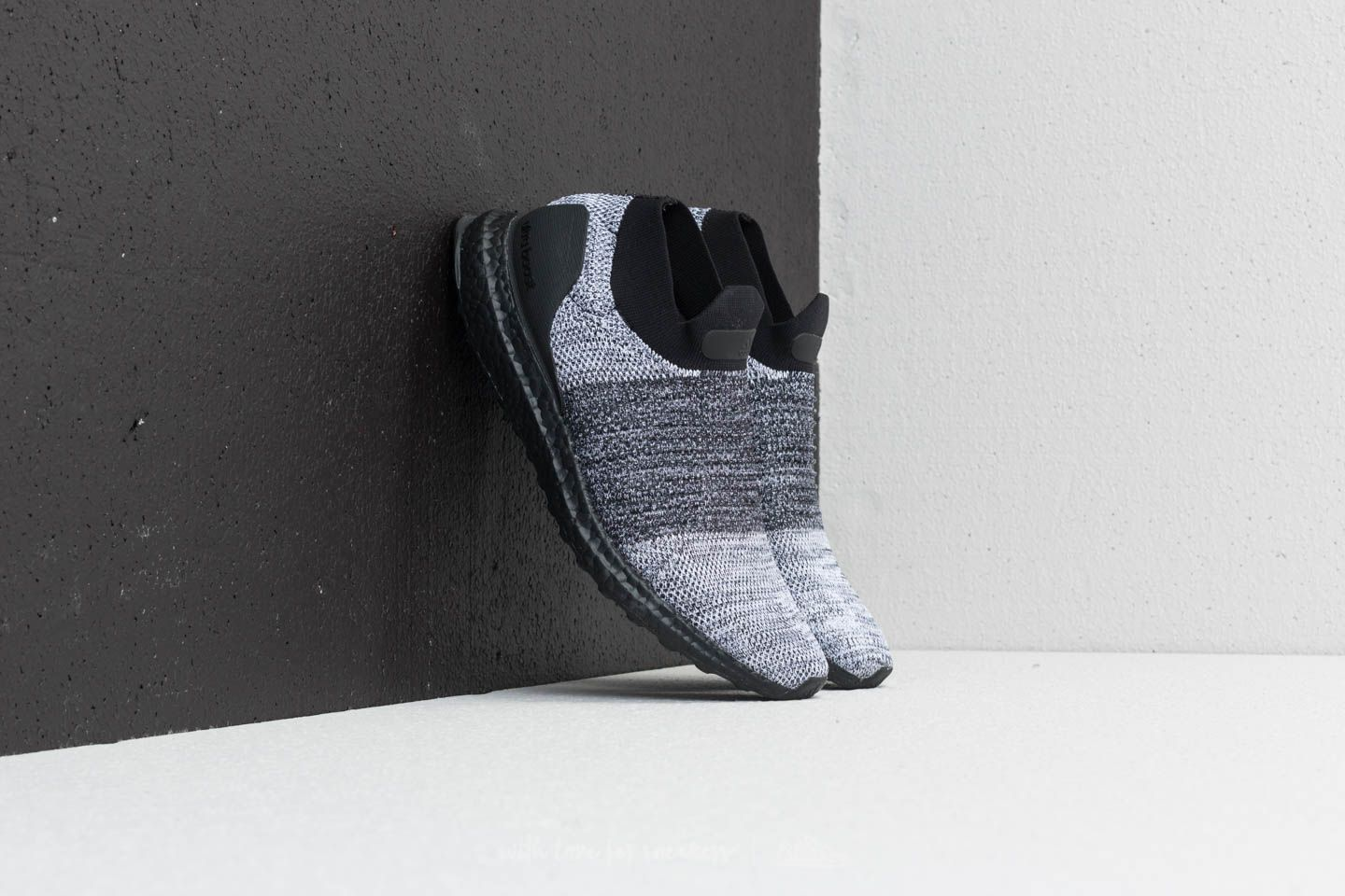 adidas Ultraboost Laceless Core Black/ Core Black/ Ftw White