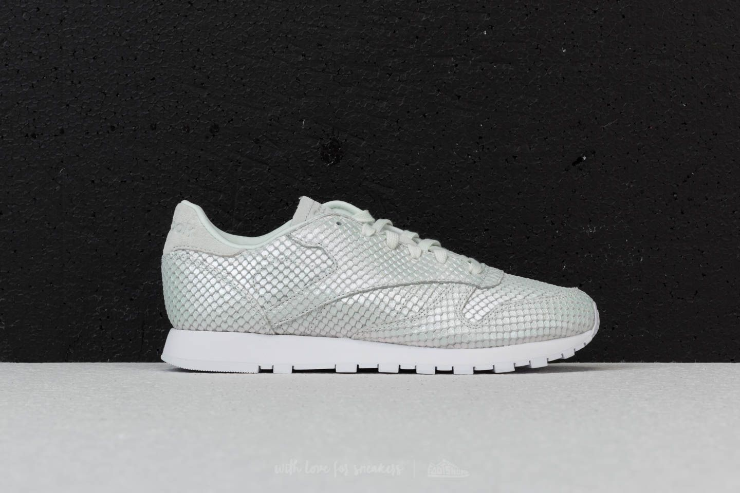 40681900e13 Reebok Classic Leather Textural Cloud Grey  White  Iridesct at a great  price 62 €