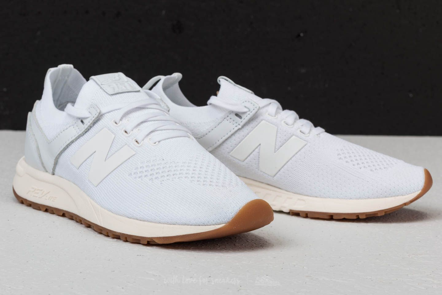 New Balance 247 White at a great price 73 € buy at Footshop