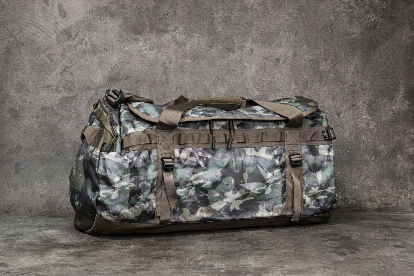 08d04e559 The North Face Base Camp Large Duffel English Green Tropical Camo ...