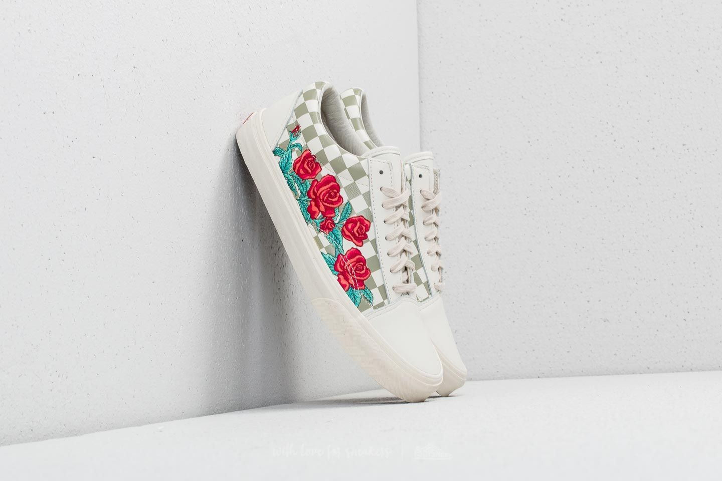 6012ea38f9b0a6 Vans Old Skool DX (Rose Embroidery) Marshmallow at a great price 67 € buy