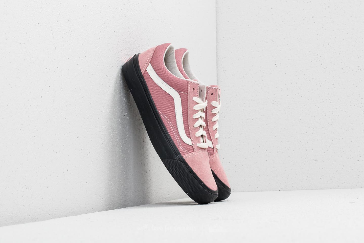 edaf6c0dbcf6 Vans OG Old Skool LX (Suede Canvas) Ash Rose  Black