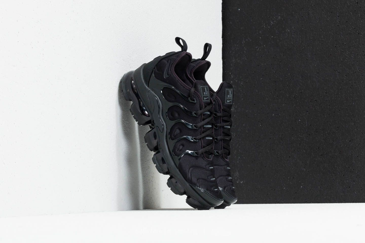Men's shoes Nike Air Vapormax Plus Black/ Black-Dark Grey