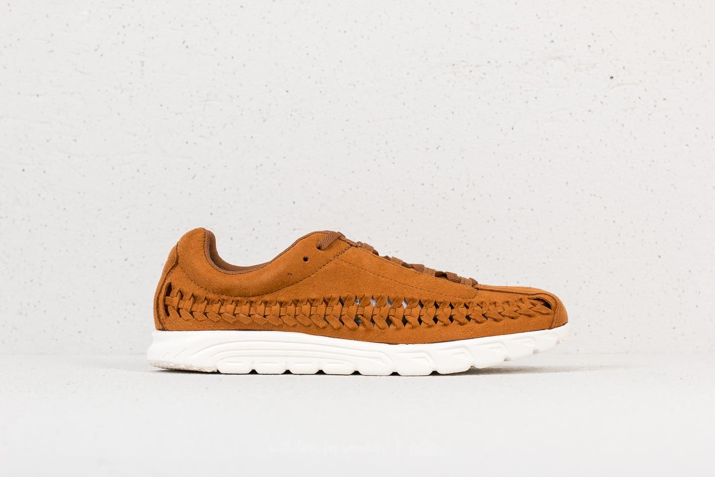 Nike Mayfly Woven Ale Brown  Sail at a great price 74 € bestell bei Footshop a2e1d13bd8