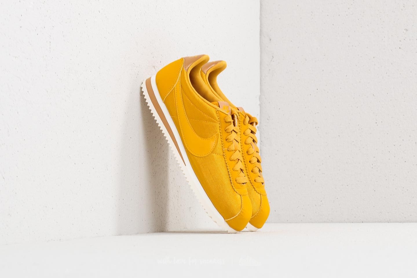 b50fae1399c Nike Wmns Classic Cortez Nylon Mineral Yellow  Mineral Yellow ...
