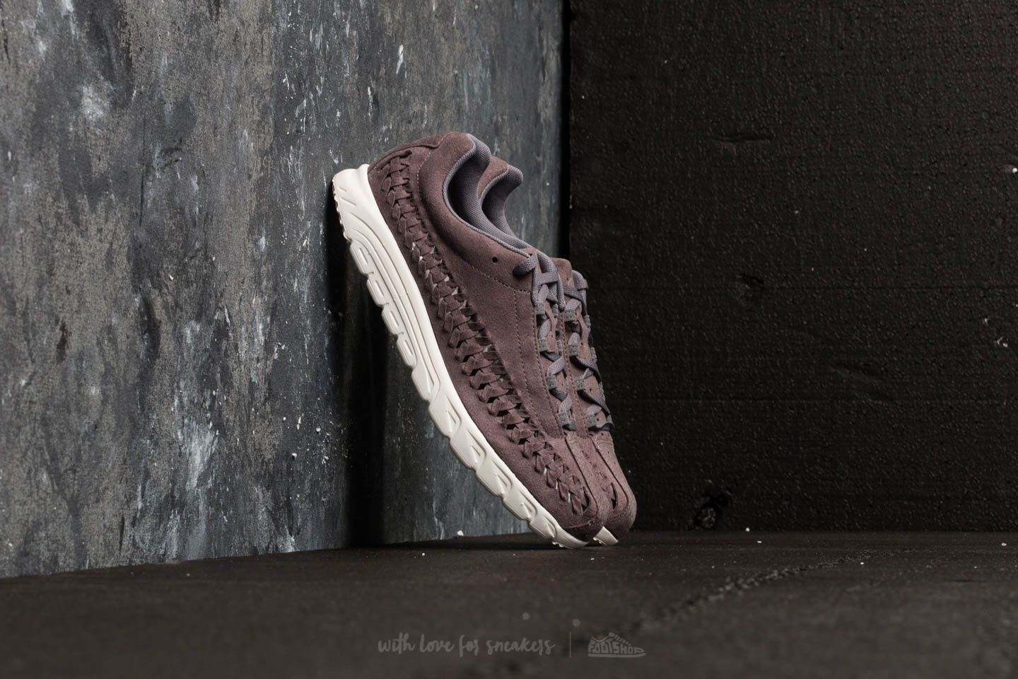 Nike Mayfly Woven Gunsmoke  Sail at a great price £105 buy at Footshop 0be614082