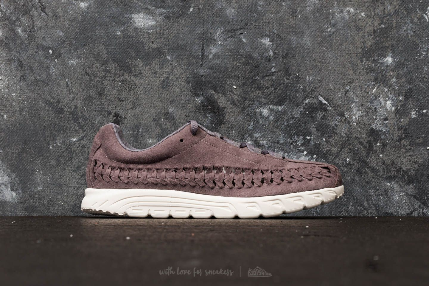 Nike Mayfly Woven Gunsmoke  Sail at a great price 121 € buy at Footshop ed7c7e183