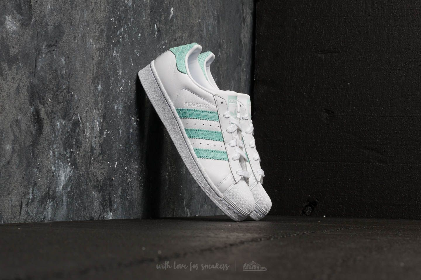 adidas Superstar W Ftw White  Supplier Colour  Off White za skvělou cenu 2  690 2e4b05879eb