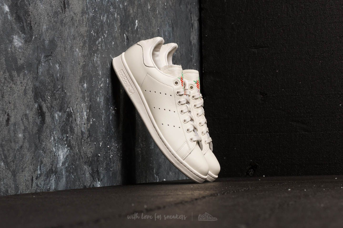 725e4c4a418 adidas Stan Smith Chalk White  Chalk White  Chalk Pearl at a great price 69