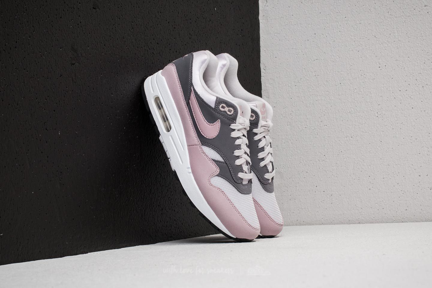 Nike Wmns Air Max 1 Vast Grey  Particle Rose  9a99e4c6f