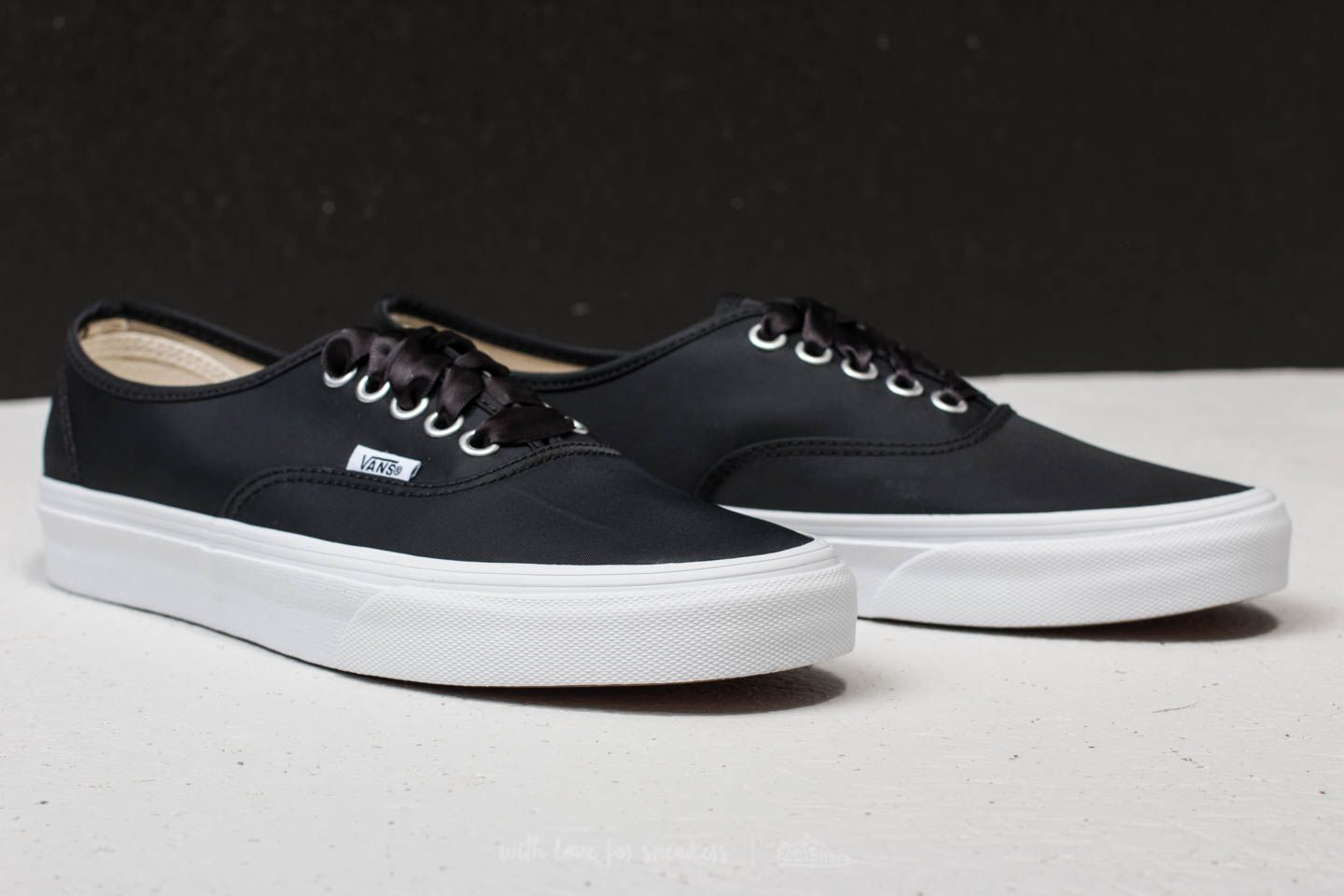 Vans Authentic (Satin Lux) Black True White | Footshop