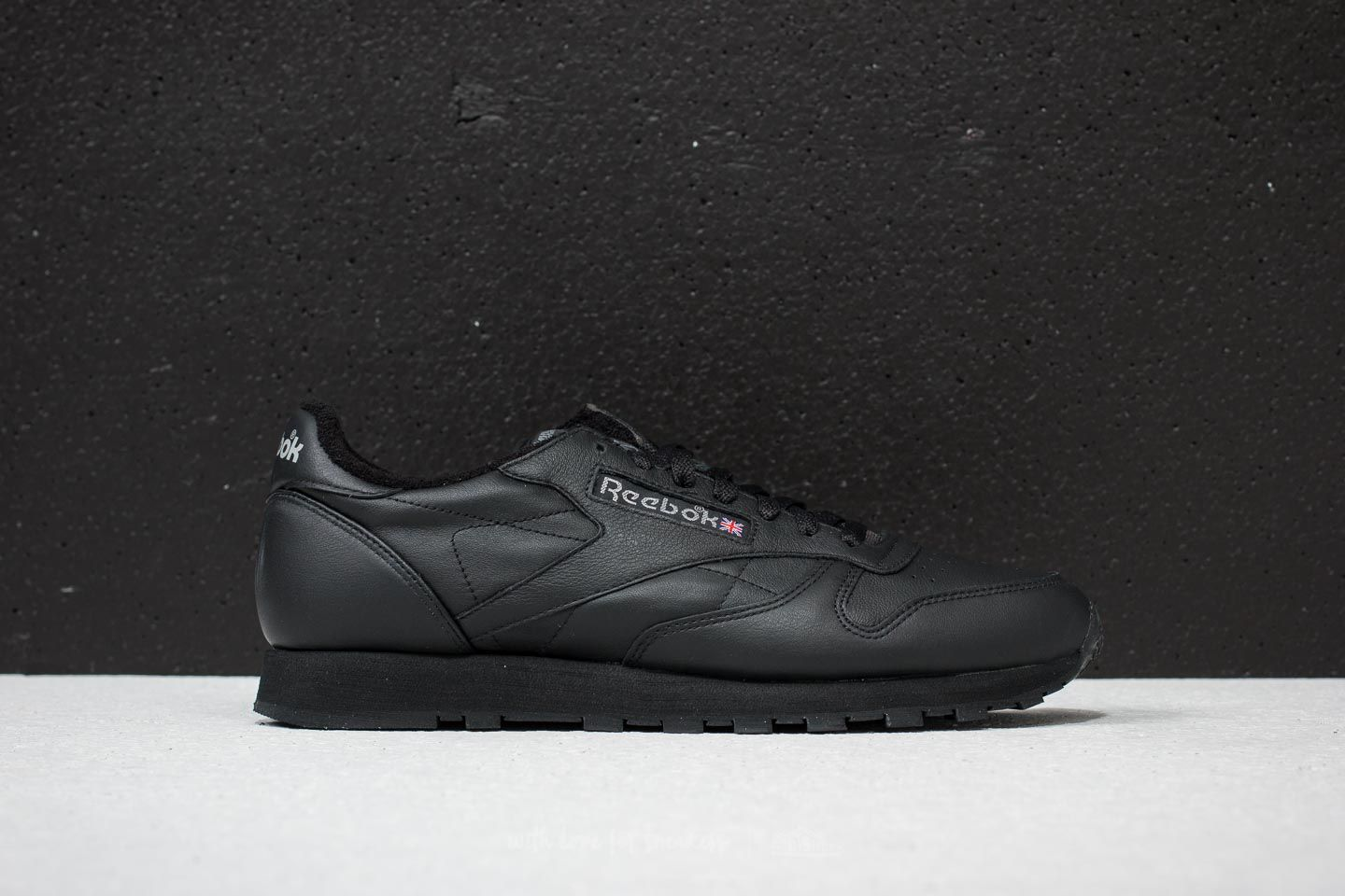 f512537f707973 Reebok Classic Leather Archive Black  Carbon  Red at a great price 73 € buy