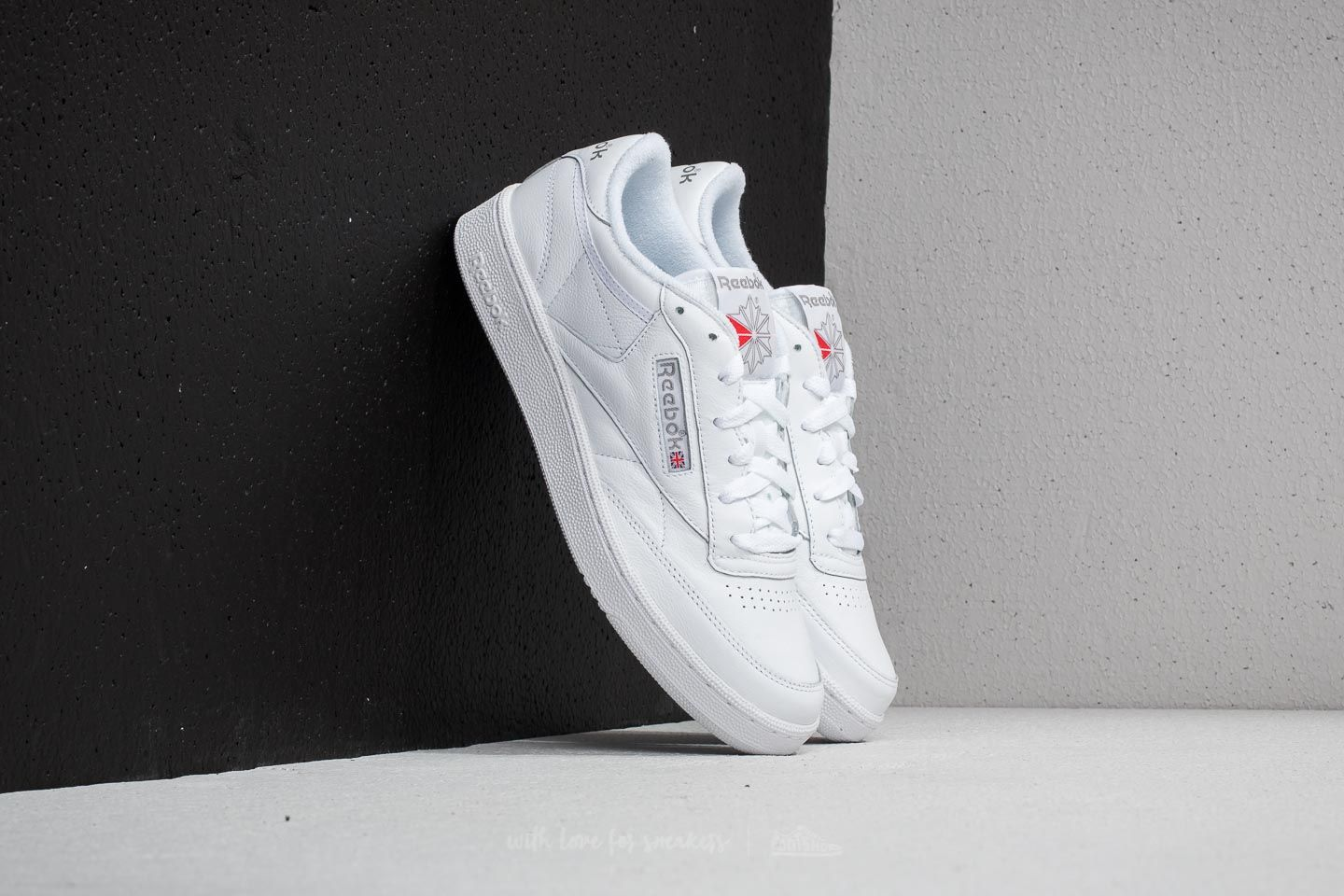 fbb7fba55437b Reebok Club C 85 Archive White  Carbon  Excellent Red