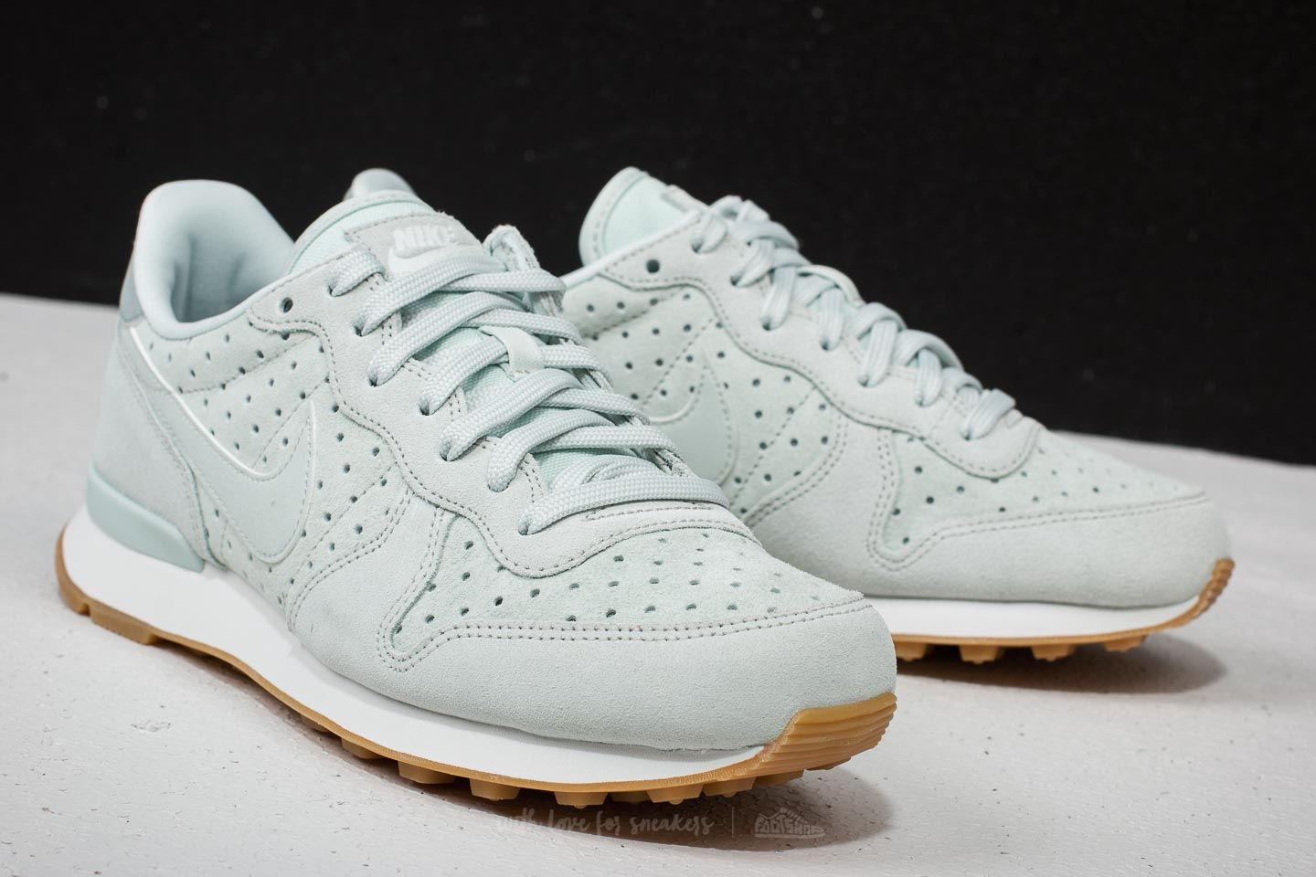 Nike W Internationalist Premium Barely Grey  Barely Grey at a great price  £86 buy 55ee3fc3dfbf