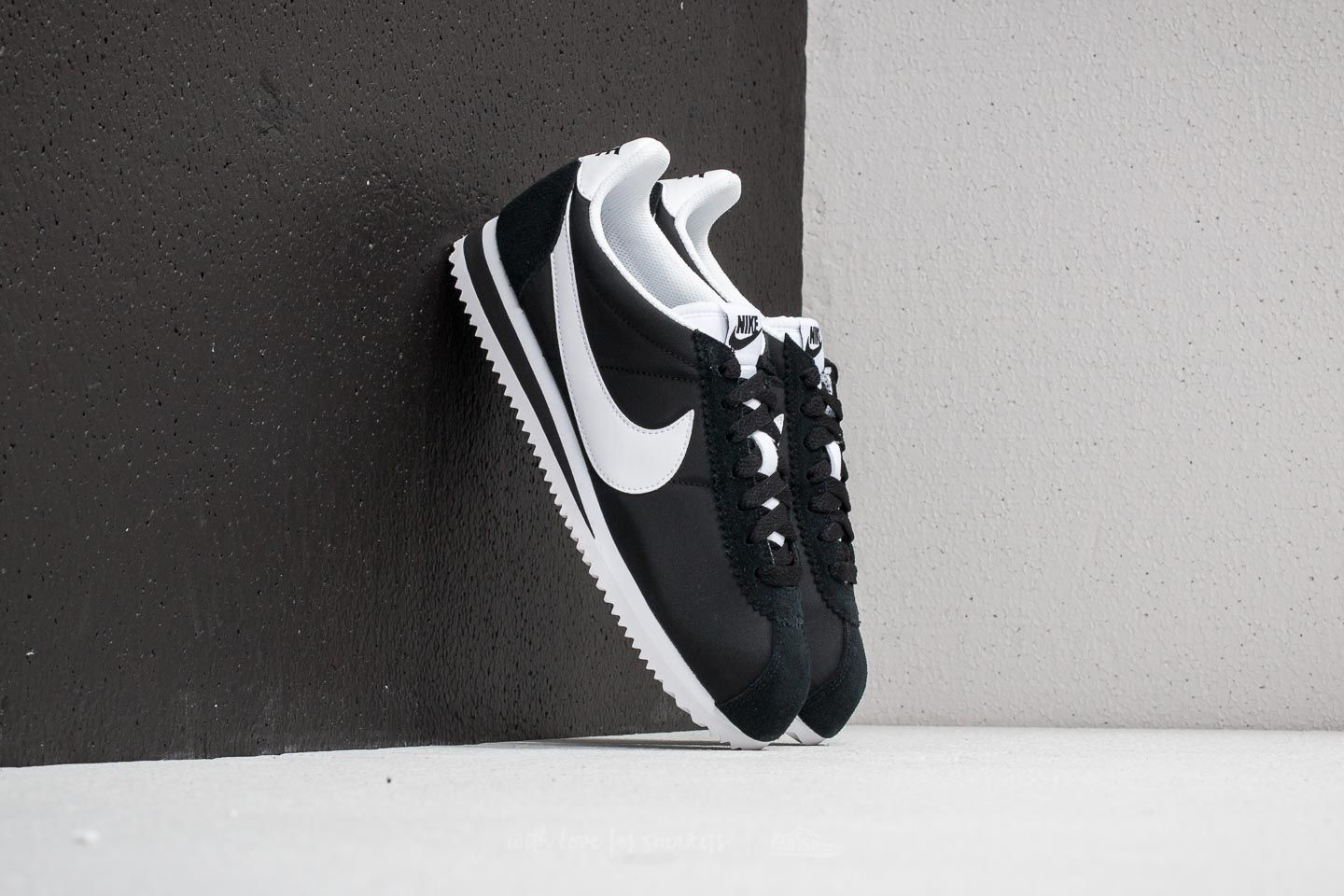 hot sale online a69b7 9d981 Nike Wmns Classic Cortez Nylon Black  White at a great price 81 € buy at