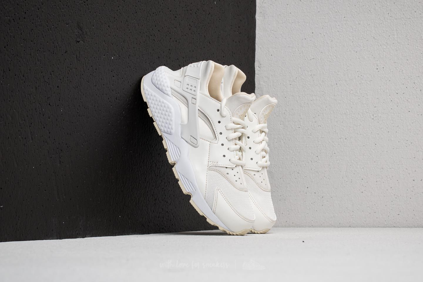 97c1a171dca4 Nike Wmns Air Huarache Run Sail  Fossil-White