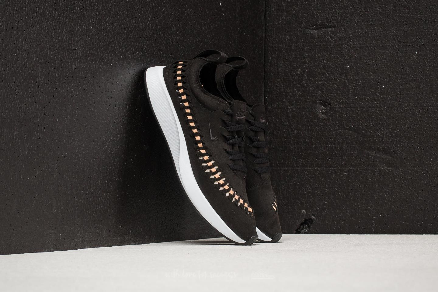 Women's shoes Nike W Dualtone Racer Woven Black/ Black-Vachetta Tan-White