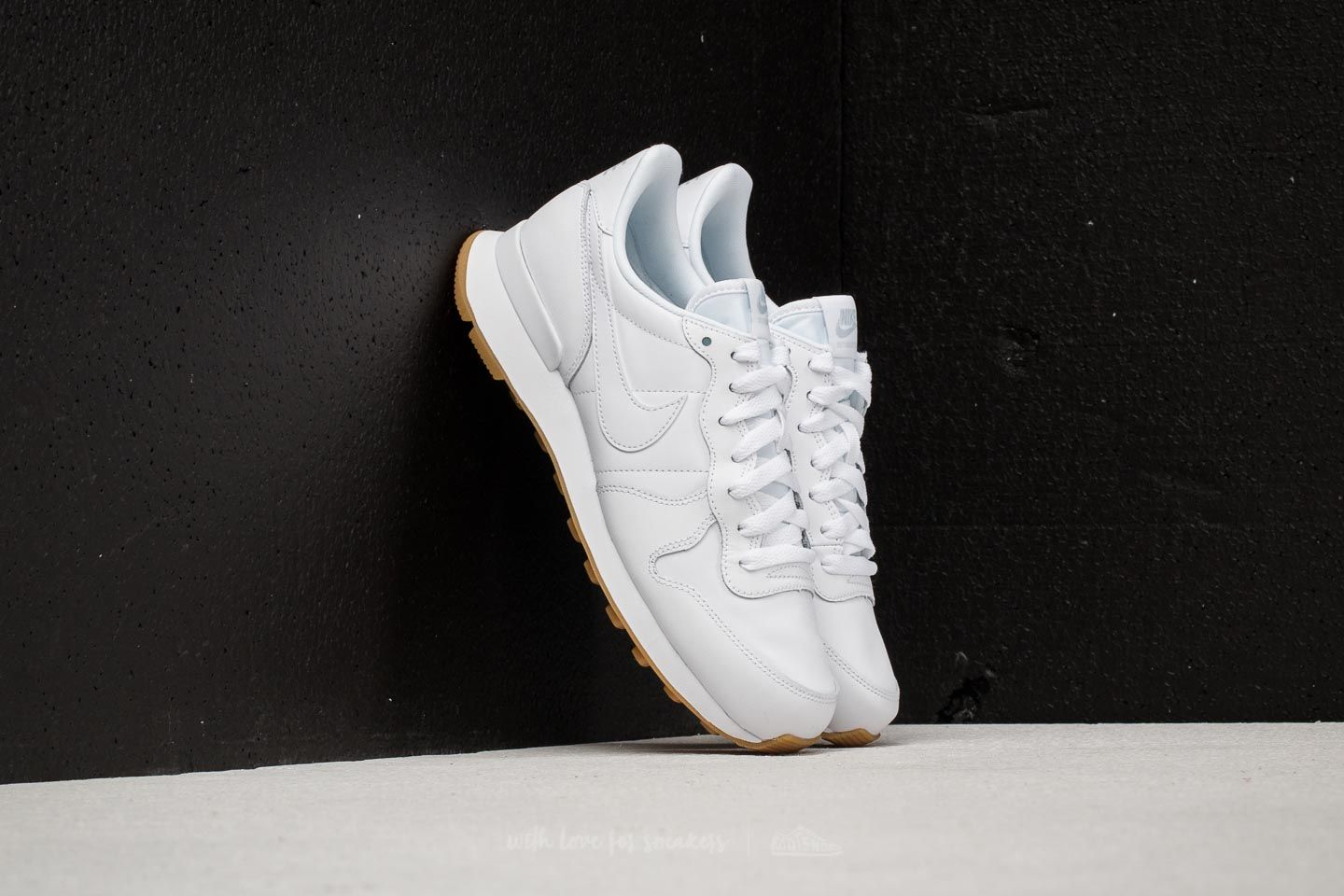 72d98bd9889f Nike Wmns Internationalist White  White-White-Gum Light Brown at a great  price