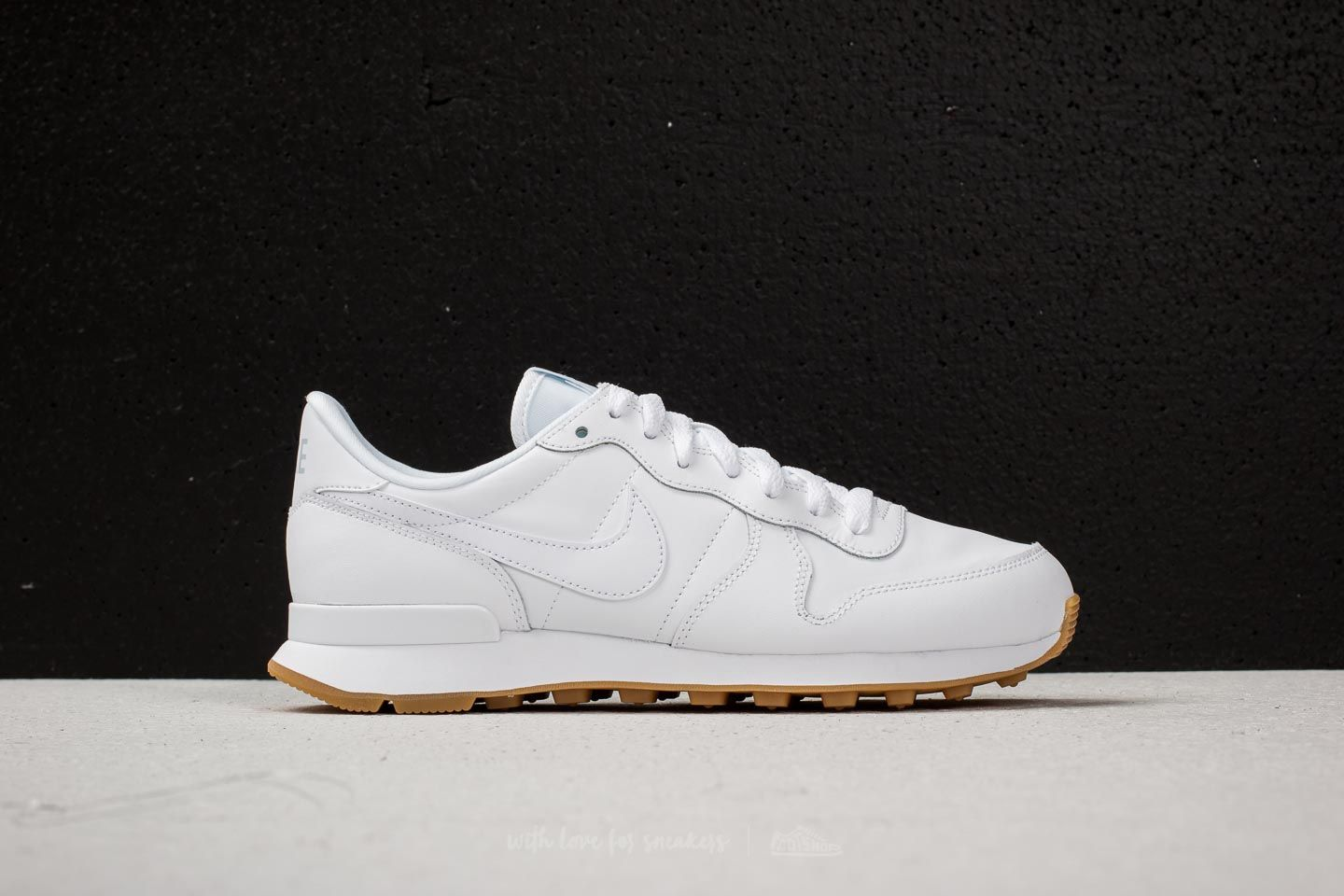 Nike Wmns Internationalist White  White-White-Gum Light Brown at a great  price d66156ae4fdc
