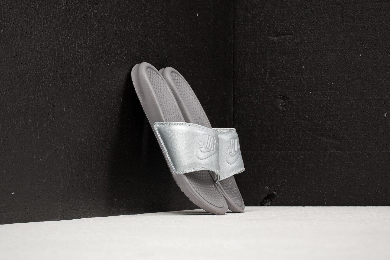 Nike Wmns Benassi JDI BP Metallic Silver za skvělou cenu 760 Kč koupíte na Footshop.cz