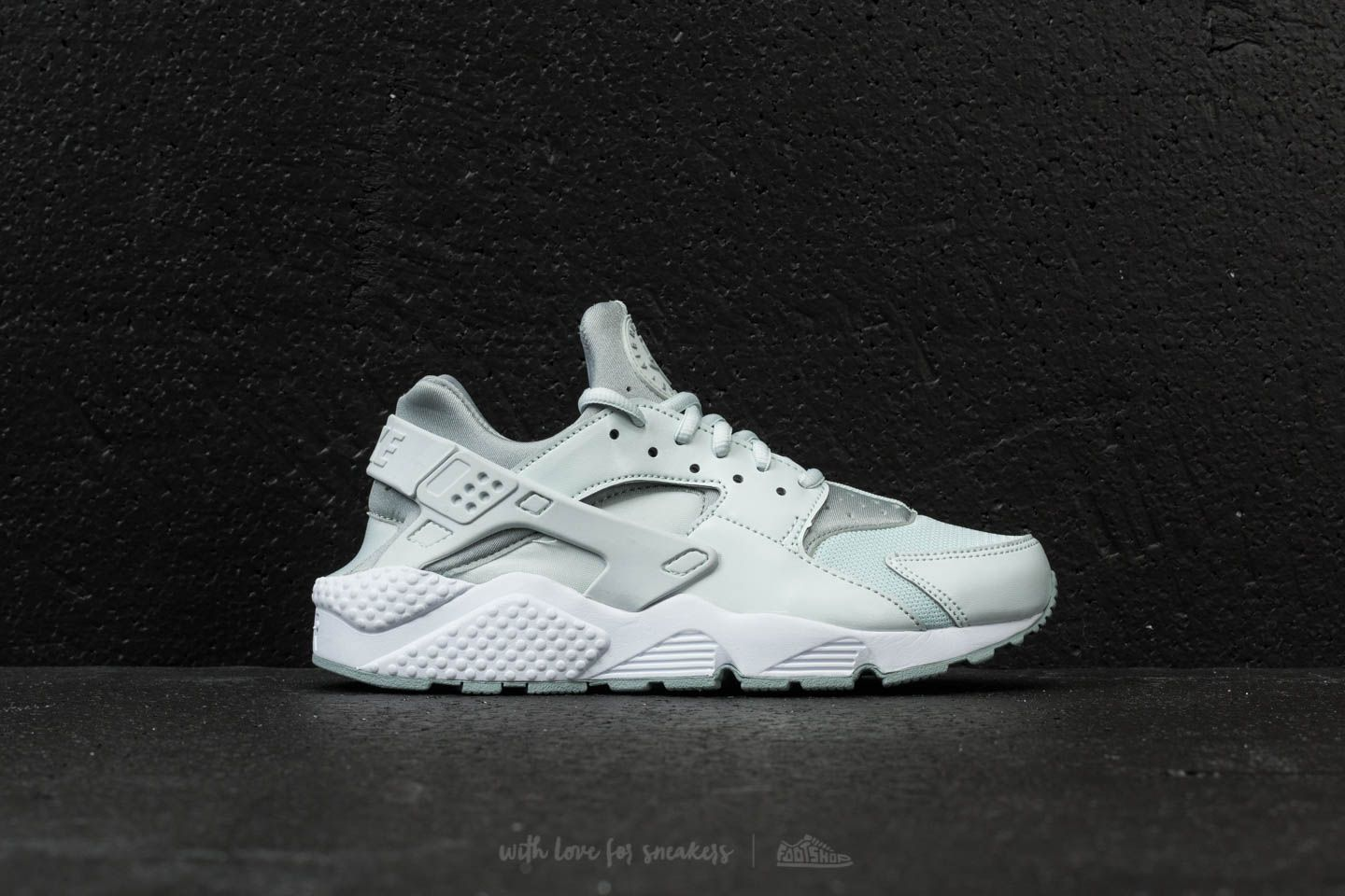 f8c3cbd4f43a Nike Wmns Air Huarache Run Barely Grey  Light Pumice-White at a great price