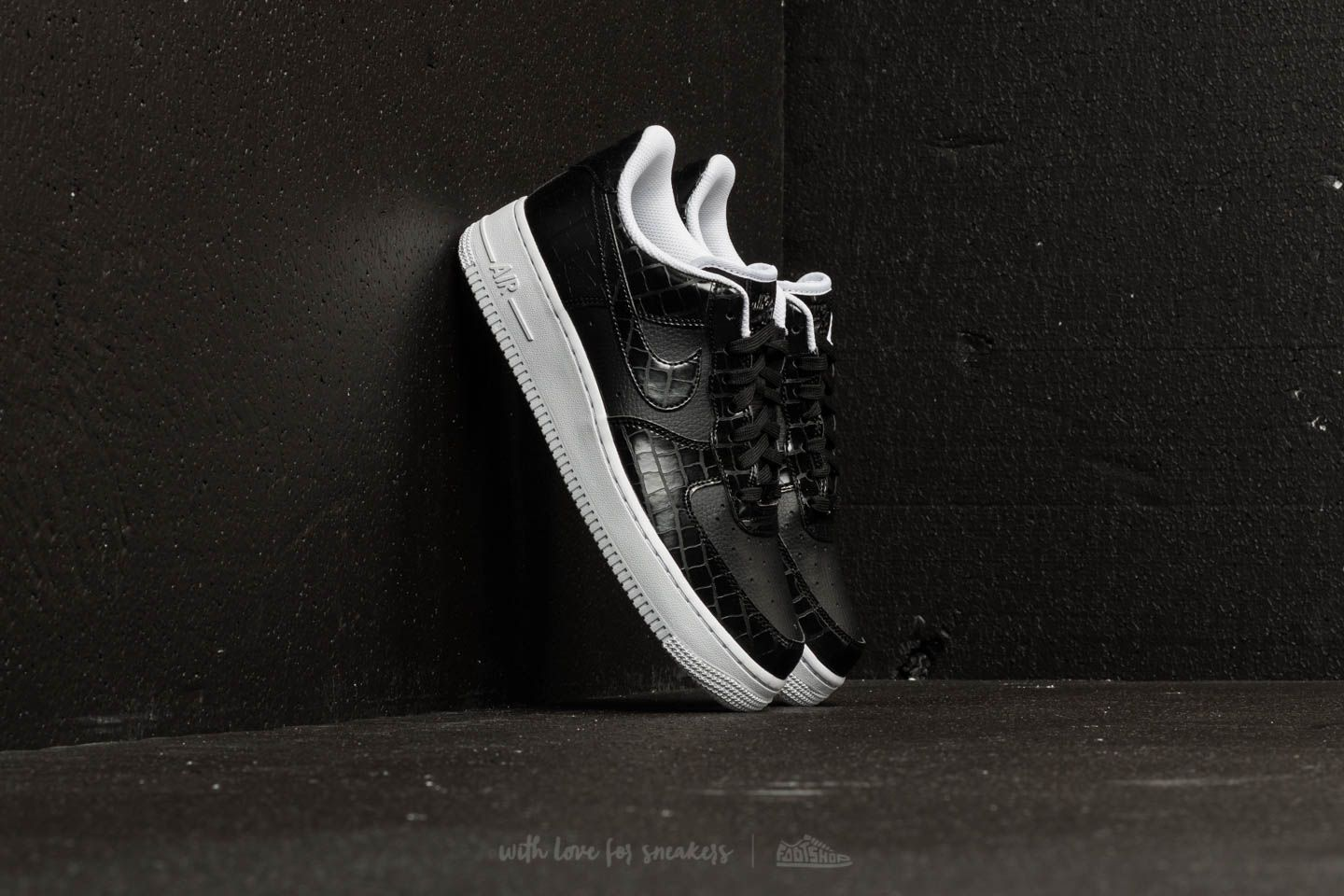 check out 802f9 52e7d Nike Air Force 1 ´07 Essential WMNS Black  Black-White at a great
