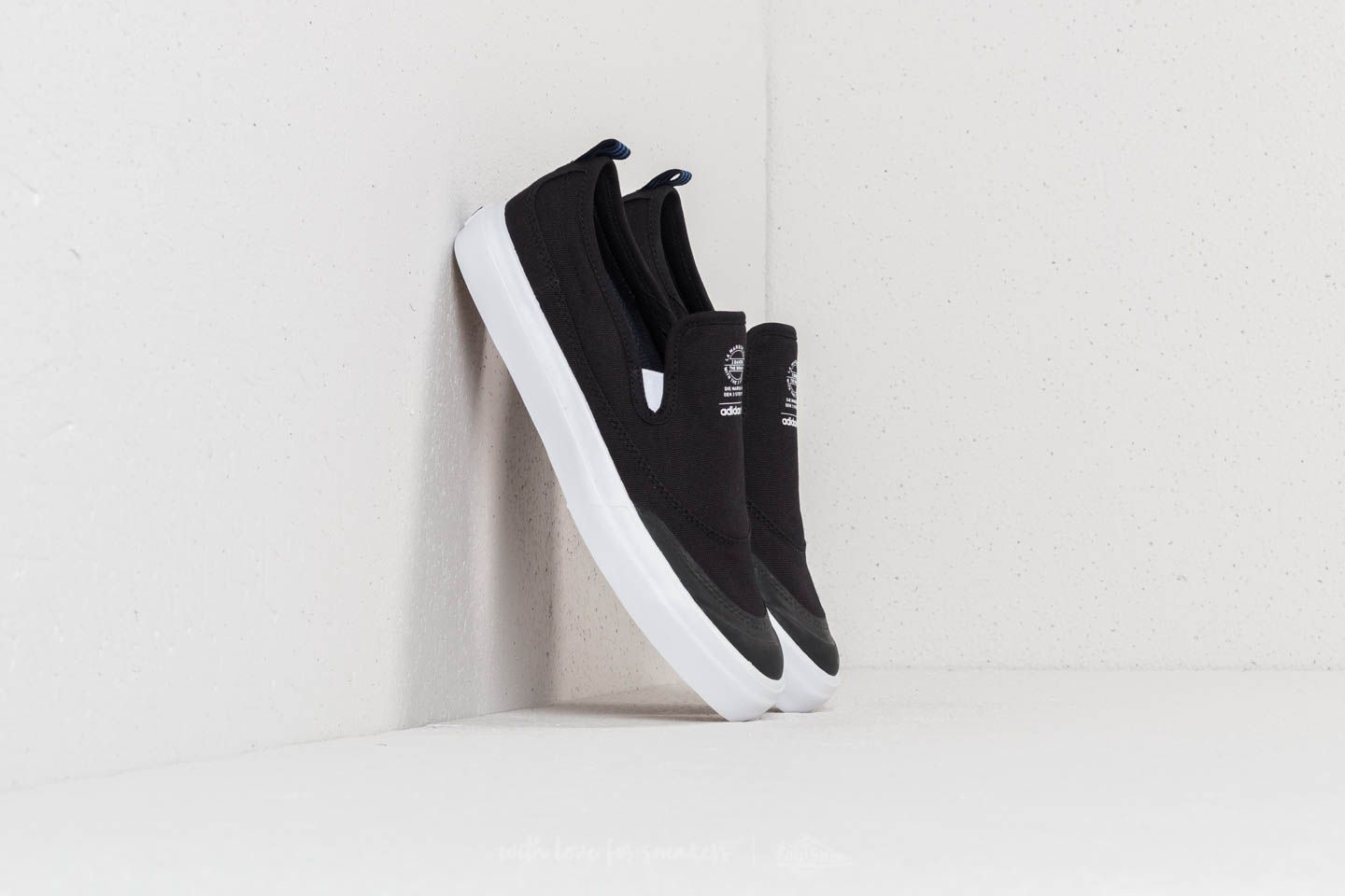 new arrival 99f5b 13be9 adidas Matchcourt Slip Core Black FtwWhite Gum4 at a great price 45 € buy