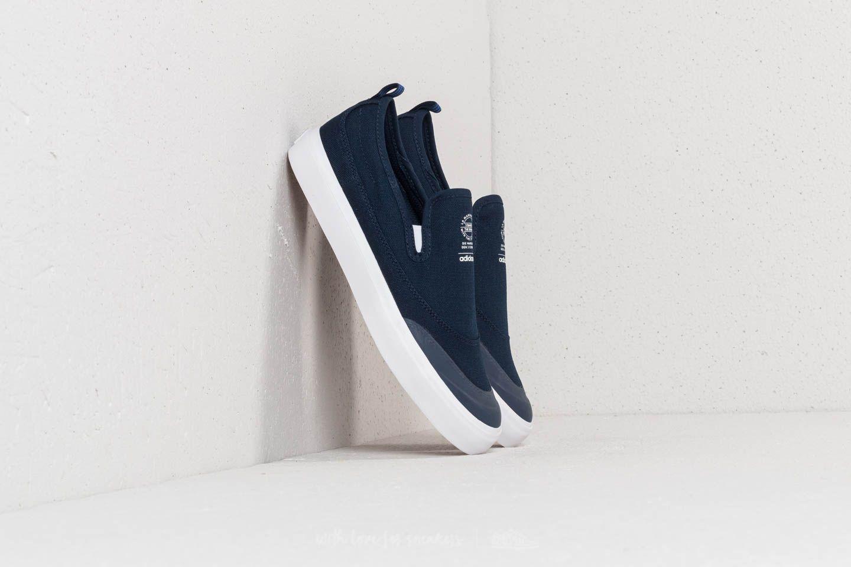 adidas Matchcourt Slip Conavy/ Footwear White/ Gum4 za skvělou cenu 1 090 Kč koupíte na Footshop.cz