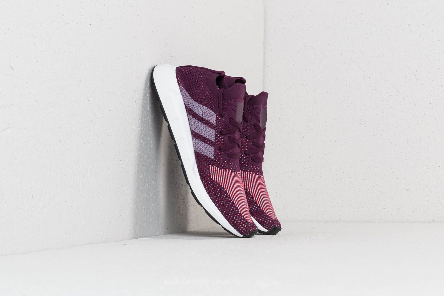 adidas Swift Run Primeknit W Red Nit  Ftw White  Core Black za skvělou cenu 447d0eda22f